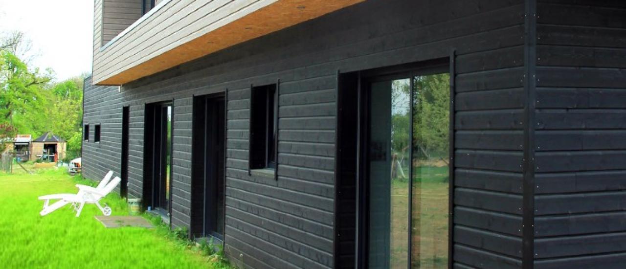 Maison ossature bois et bardage peint à Le Torp-Mesnil (76)