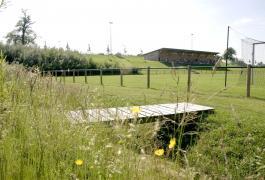 Aires sportives et vestiaires du club de football à Mesnières-en-Bray (76)