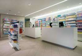 Pharmacie contemporaine, tout de bois vêtue, à Bacqueville-en-Caux (76)